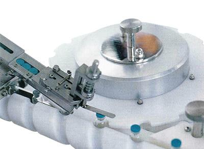 ロータリー型アルミキャップ巻締機